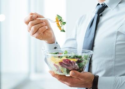 Conoce los mejores hábitos alimenticios en la oficina